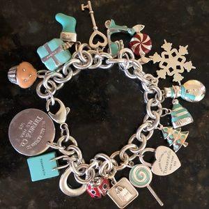 🎄🎁🎁🎄Tiffany &Co Sterling Silver Charm Bracelet